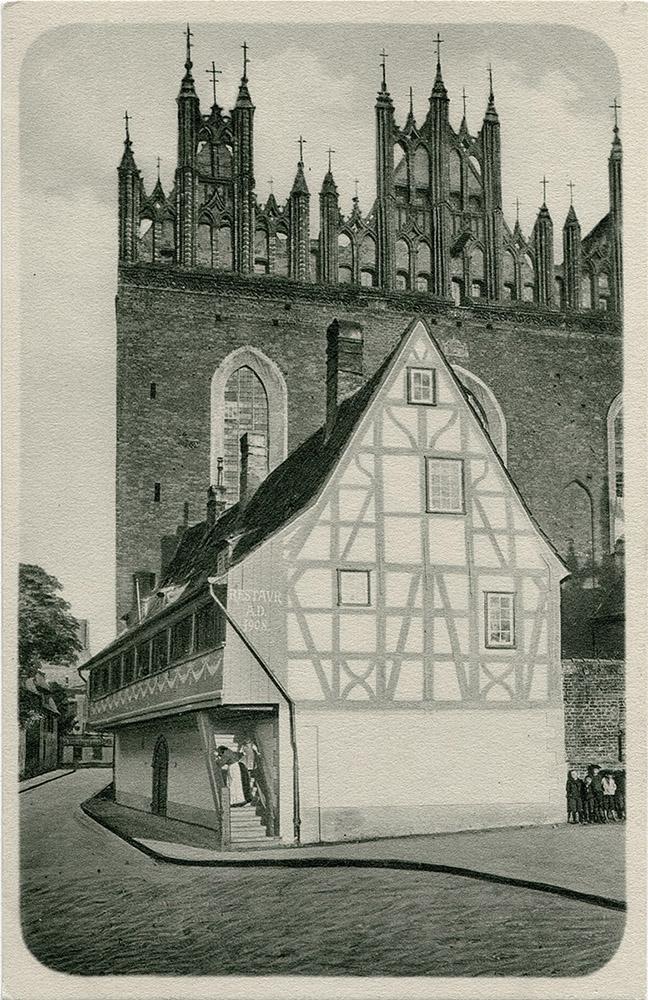 Dom krużgankowy przy kościele św. Trójcy - retusz