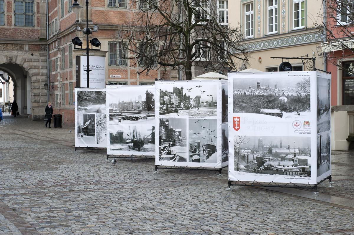 Wystawa pejzażu zimowego na Długim Targu W Gdańsku, grudzień 2015 r.